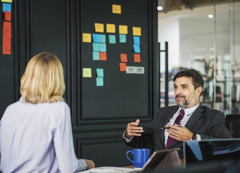 La critique au travail : comment la gérer de manière constructive ?