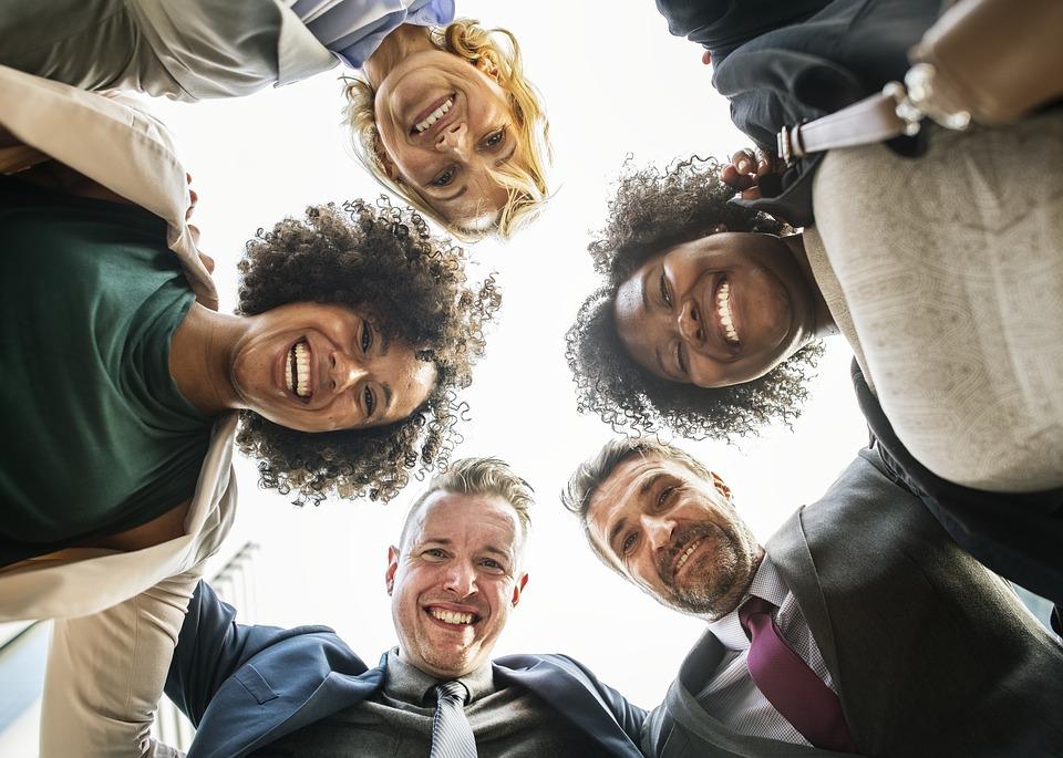Comment trouver l'équilibre entre relations professionnelles et affectives au travail ?