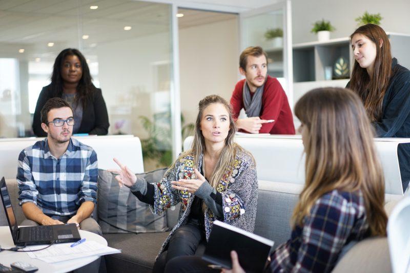 Communication informelle en entreprise : quid de son impact sur le travail ?